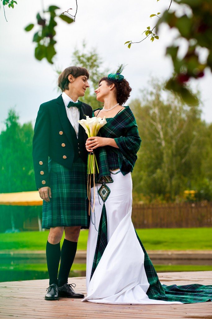 irish wedding culture Irish people love celebrations and a wedding is one of the most beloved there are delightful irish wedding traditions that date back in history, many that still exist in modern weddings today.